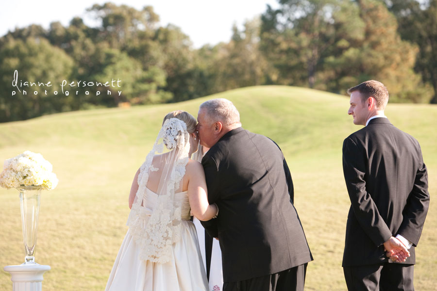 wedding photos at carmel country club charlotte nc